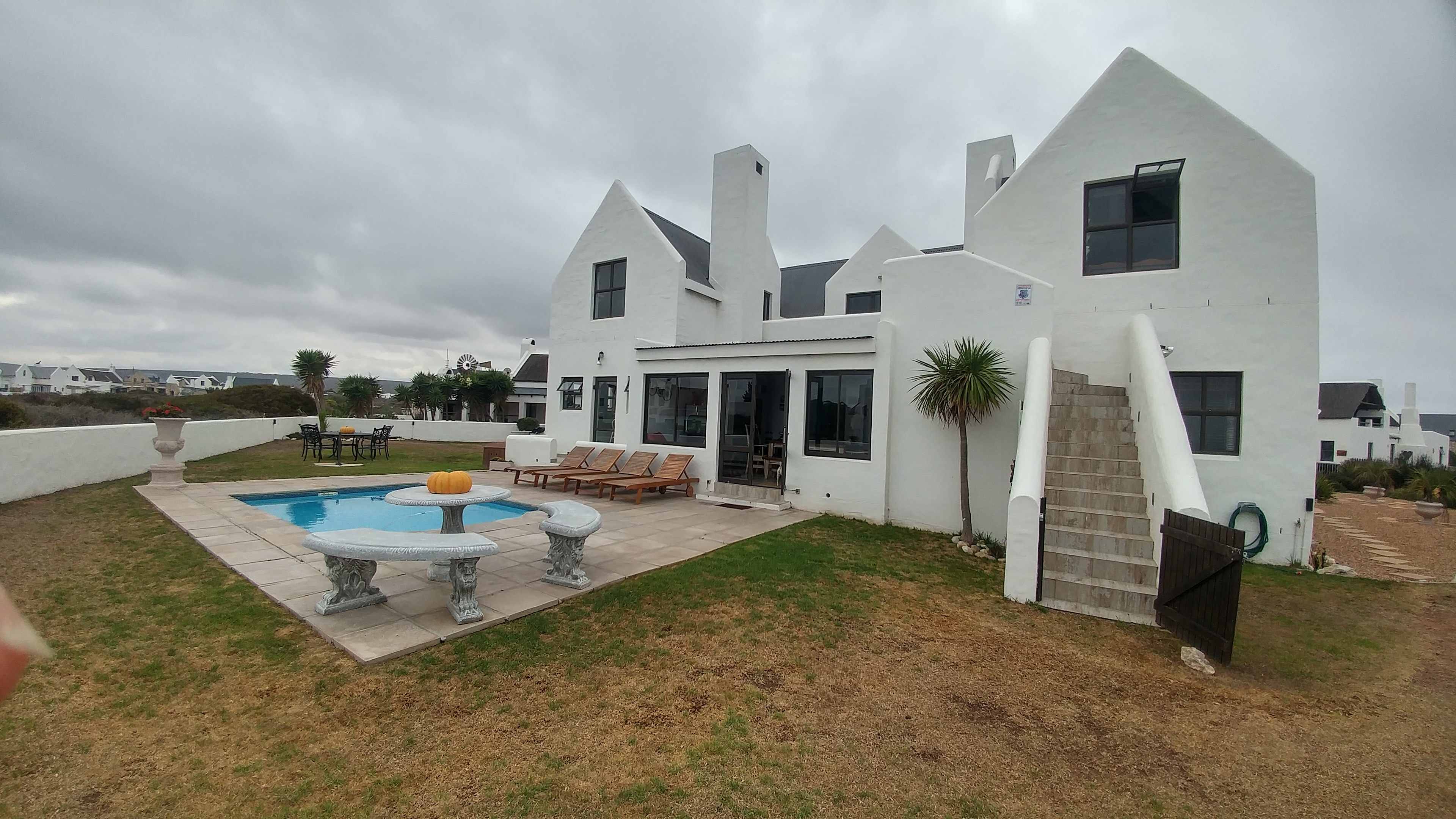 227 Immaculate Neat Home With Swimming Pool